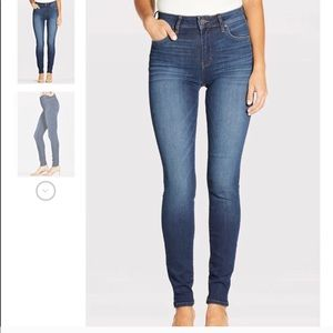 High-Rise skinny jeans in PERFECT condition.